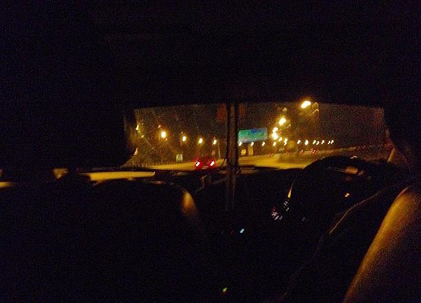 市内に向かうタクシー