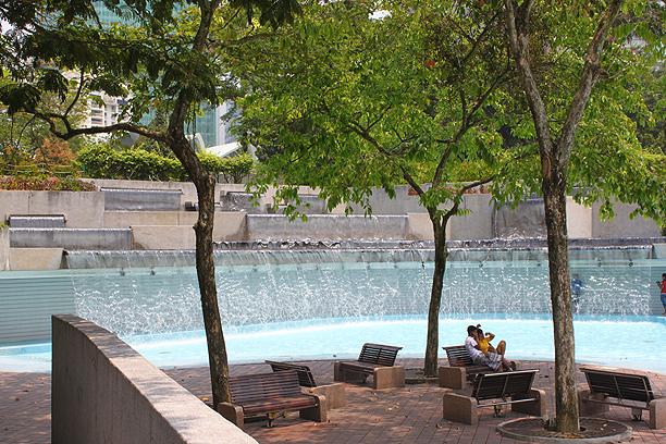 公園内のプール
