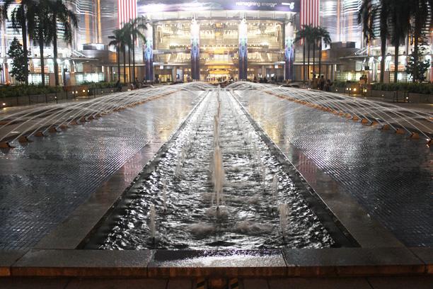KLCCエントランスの噴水