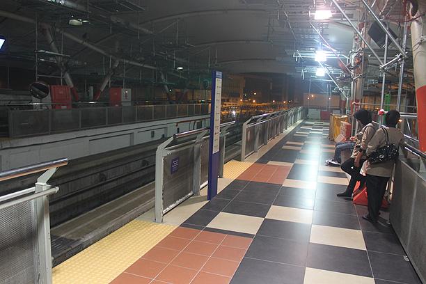 始発の駅のホーム