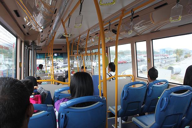 バスでジョージタウンへ