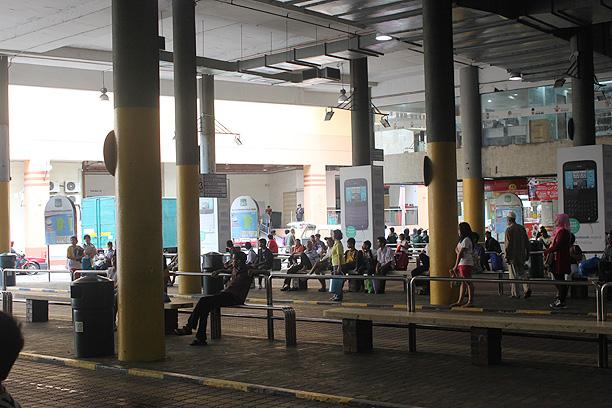 コムタのバスターミナル