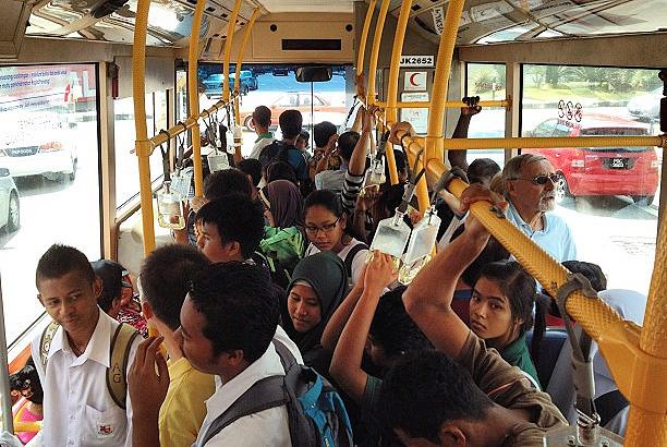 満員のバス